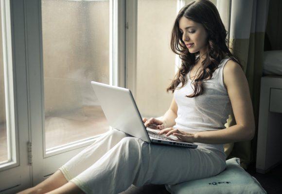 Poduszka ortopedyczna do siedzenia – co warto wiedzieć?