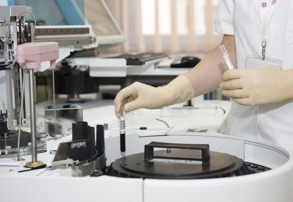 Mycie i czyszczenie wirówki laboratoryjnej